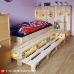 Children's pallet bed