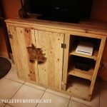 Small cabinet with pallets for TV