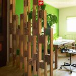 Division between spaces made with pallets
