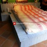 Bed made with pallets step by step