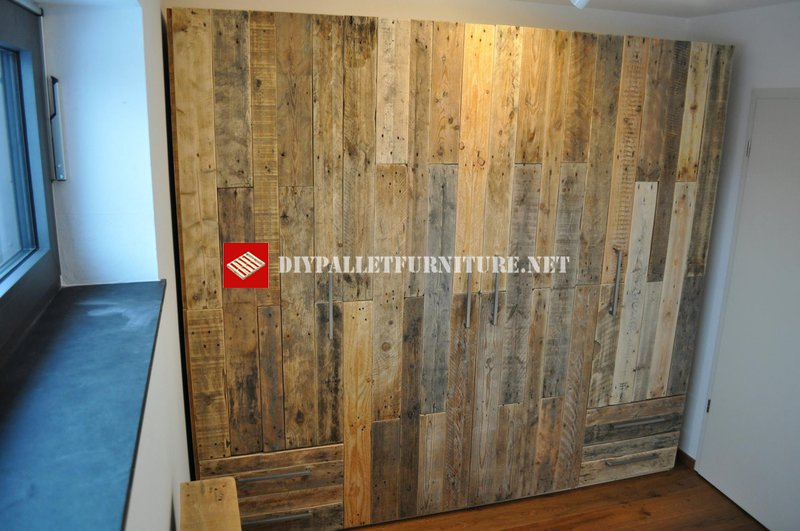 pallet planks wardrobediy pallet furniture diy pallet furniture. Black Bedroom Furniture Sets. Home Design Ideas
