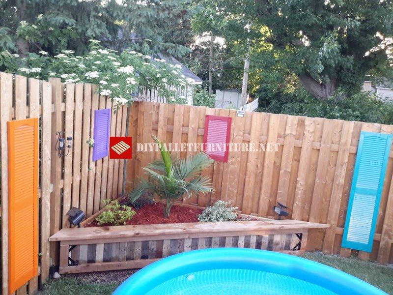Pool garden separatordiy pallet furniture diy pallet for Garden separator