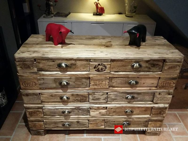 chest of drawers with europaletsdiy pallet furniture diy. Black Bedroom Furniture Sets. Home Design Ideas
